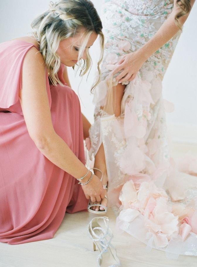 wedding planner, destination wedding, traveling with your wedding dress